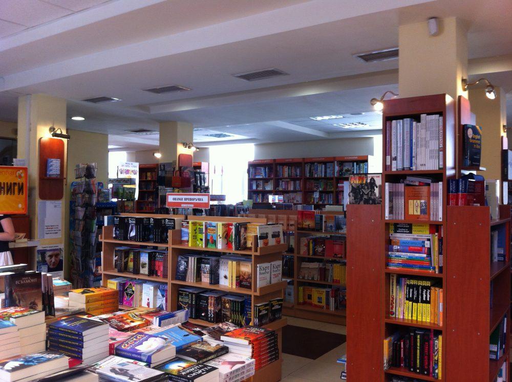 Книжарници поднесоха питие от Ренесанса